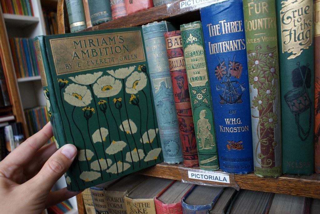 > Superbes couvertures dans la librairie Gently Mad d'Edimbourg.