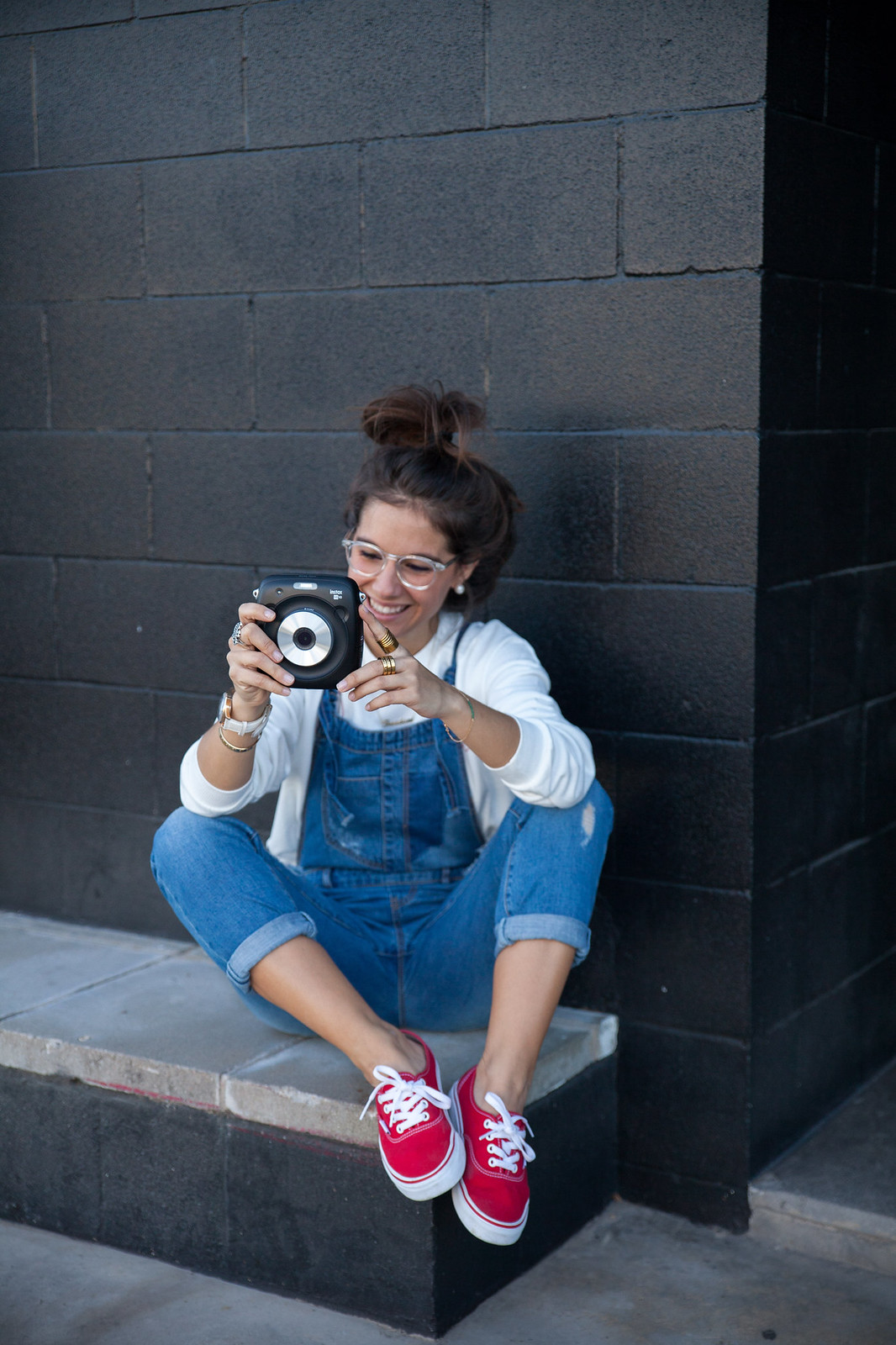 instax square sq 10 influencer barcelona theguestgirl vans red outfit laura santolaria adictik emprendedora denim overall red shoes vans