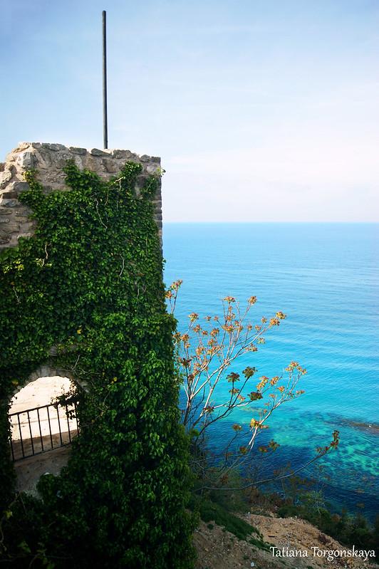 Крепостная стена и Адриатика