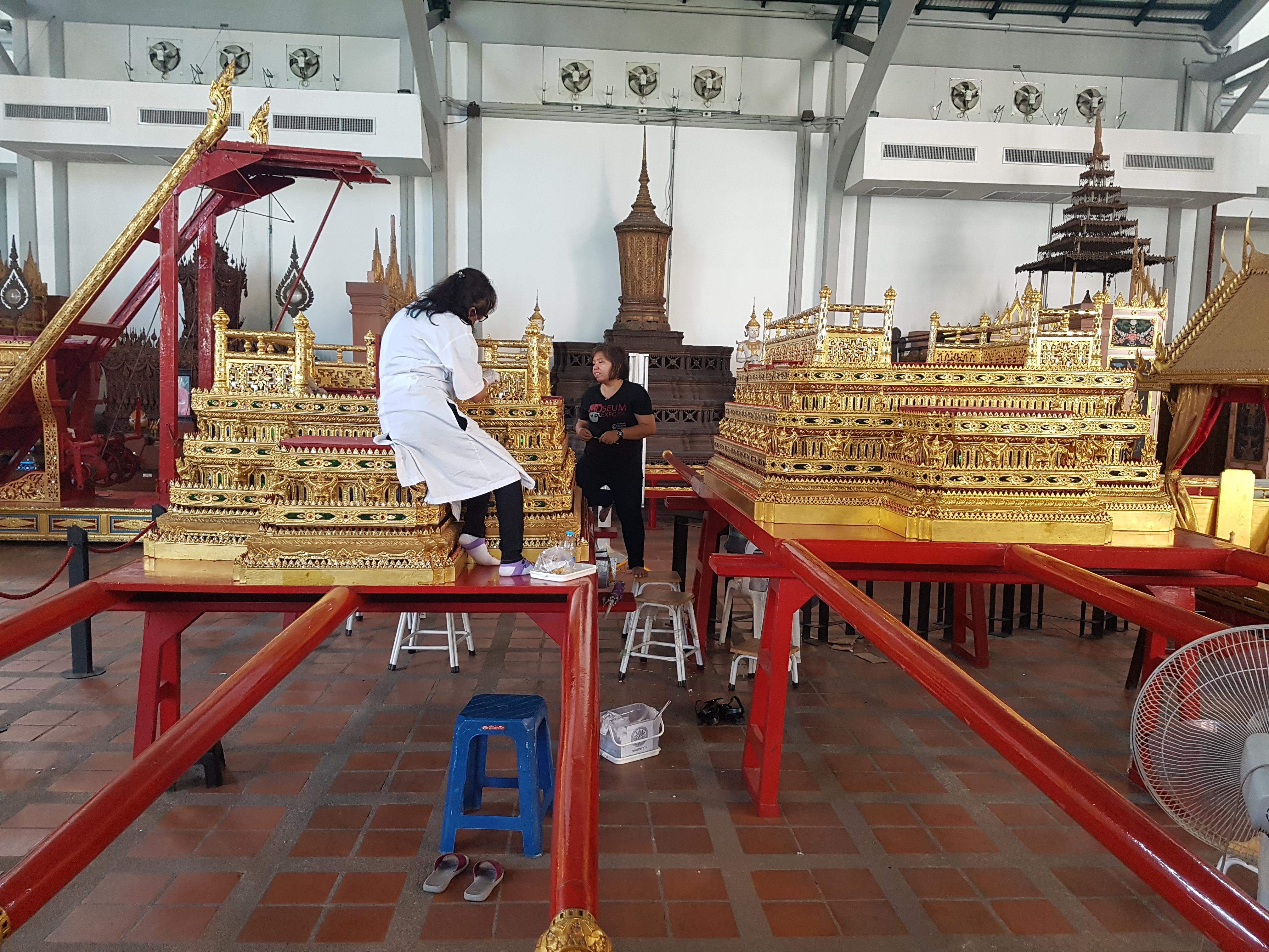 Preparing Phra Yanna Mat Sam Lam Khan (พระยานมาศสามลำคาน, literally