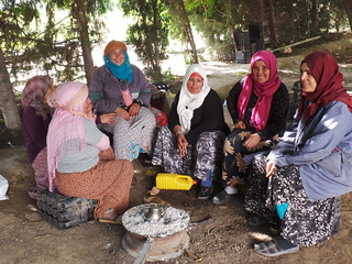 Thu, 10/19/2017 - 12:27 - Tea break for the ladies working at the seed unit processing