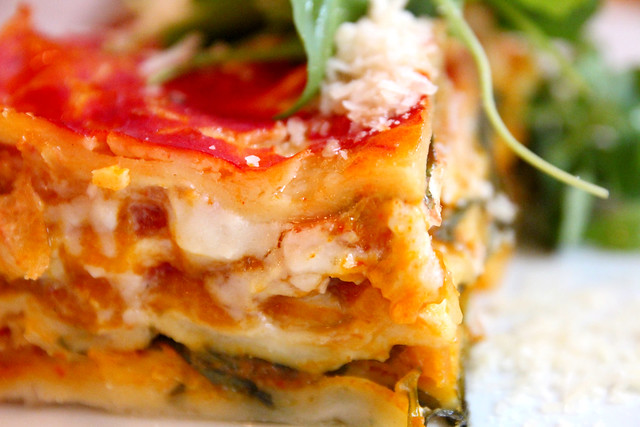 Domácí dýňové lasagne (dýně z ekofarmy Komendovi) s parmazánem a rukolou podle Davida / Homemade pumpkin lasagna (pumpkins from organic farm Komenda) with parmesan and arugula by David