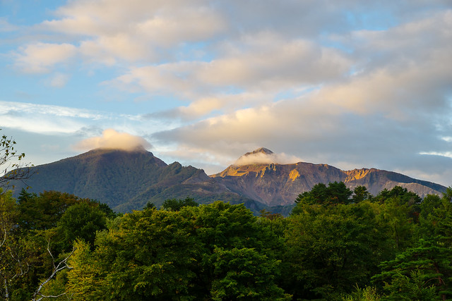 翌朝、、宿の窓から仰ぐ磐梯山