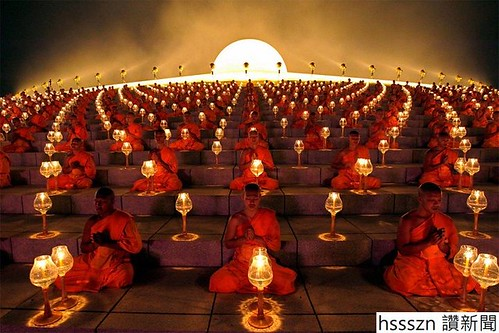 buddhist_monks_at_a_lantern_lighting_ceremony-coda-craven_720_480