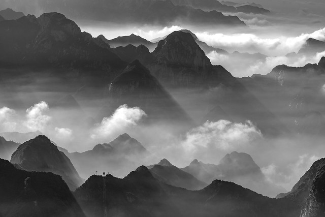 *Mystical Hua Mountains*