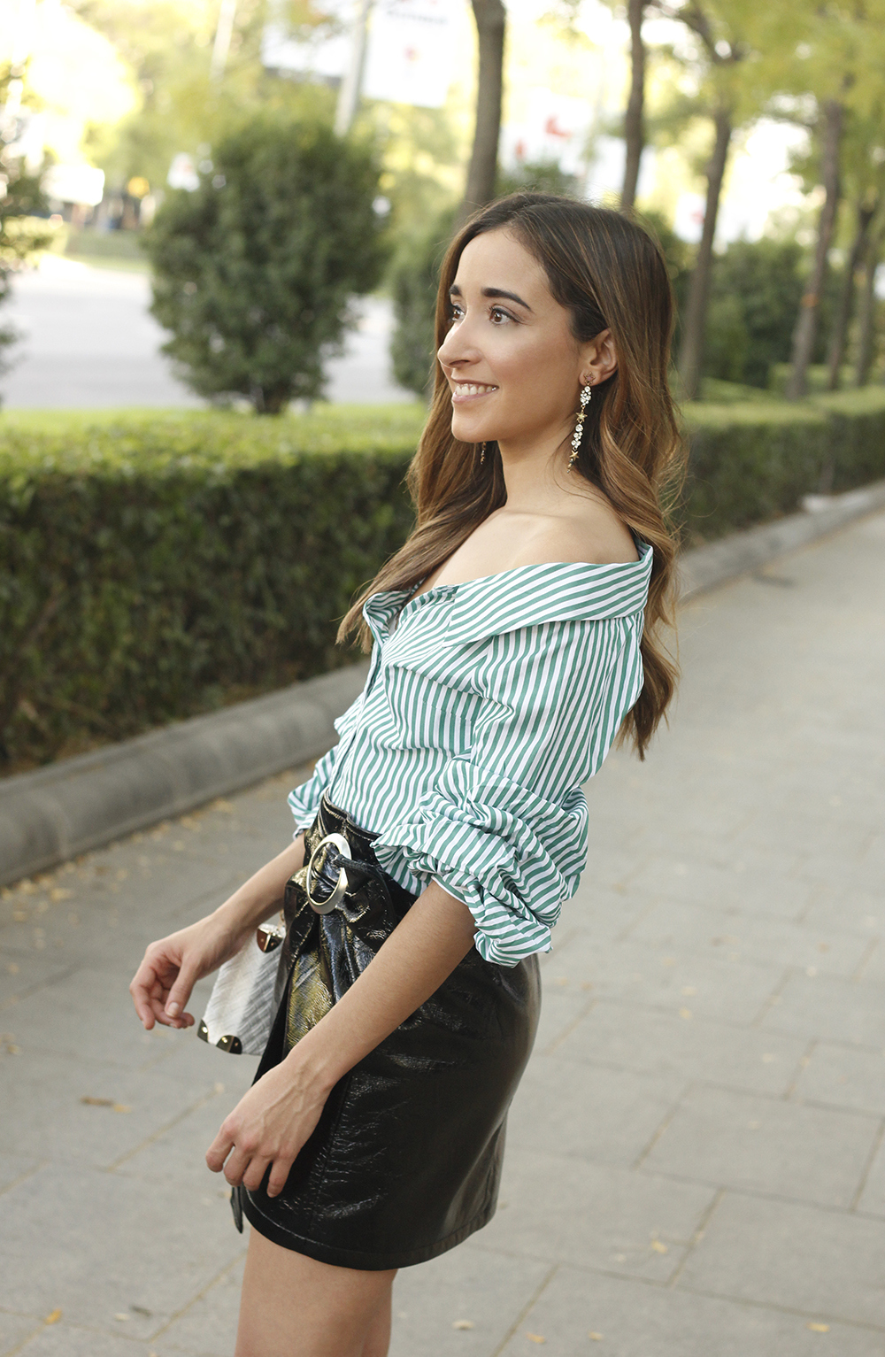 black patent leather skirt striped shirt uterqüe heels style fashion outfit trend09