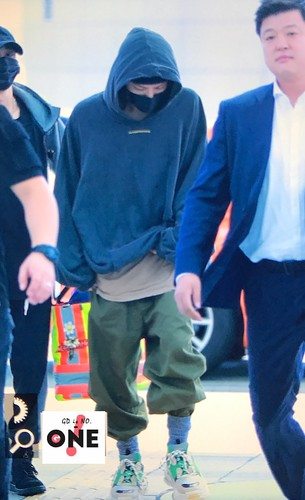 G-Dragon departure Seoul to Europe 2017-09-22 (32)
