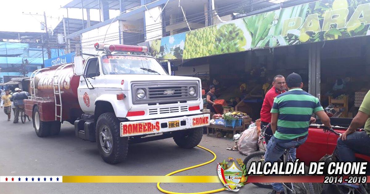 En Chone se desarrolló minga de limpieza en Mercado Municipal