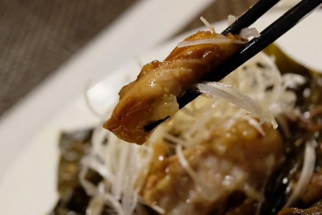 豚肉と栗の蓮の葉包み