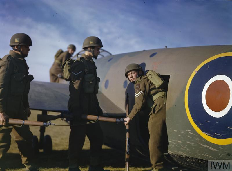 PARATROOP TRAINING AT NETHERAVON,WILTSHIRE, NOVEMBER 1942