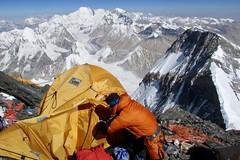 Expedition Mount Everest. Lager 2 auf 7800 m am Nordgrat, im Hintergrund Cho Oyu, 8201 m. Foto: Archiv Härter.