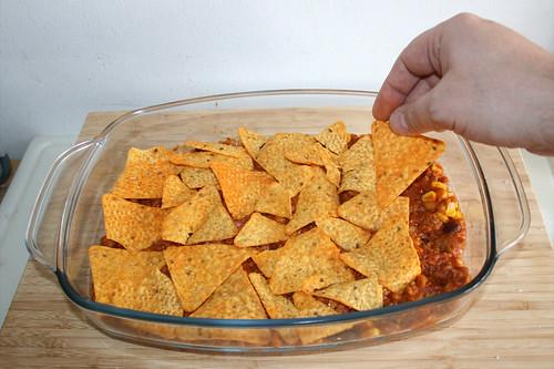 55 - Schicht Nachos einfüllen / Fill in layer of nachos