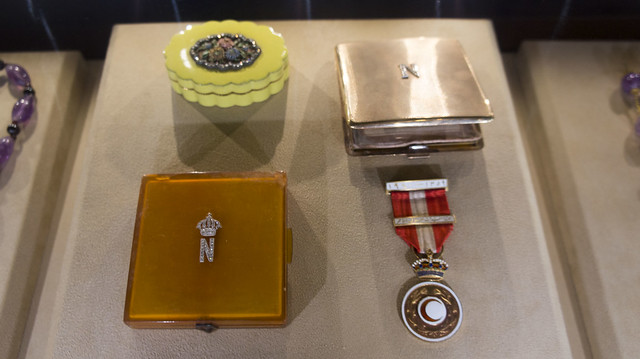 Queen Nariman's cosmetics and medal