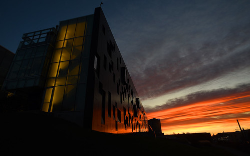 morning earlymorning sunrise pretty sky prettysky beautiful lovely highereducation perimeterinstitute theoreticalphysics stevenhawkings clouds redsky waterloo ontario canada streaks stairwell architecture reflections