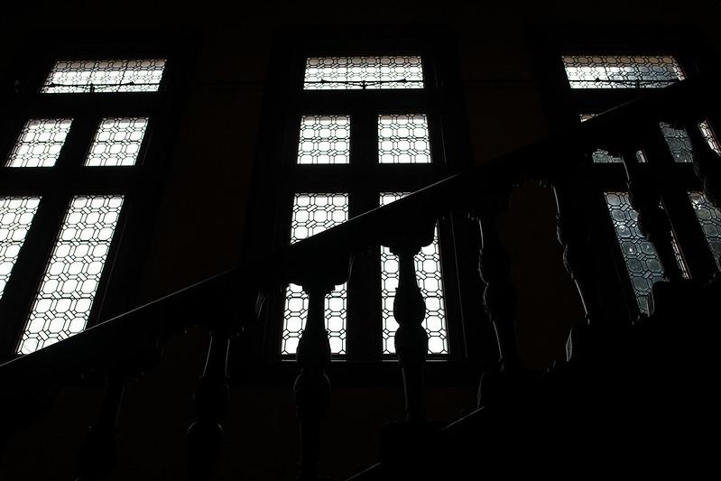 旧岩崎邸の階段シルエット