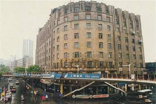 德义大楼,底楼是儿童书店。