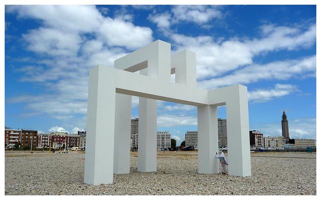 Sculpture sur la plage -  Sculpture on the beach