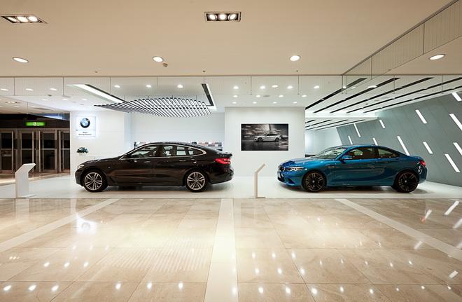 [新聞照片二] 全台首座BMW品牌形象館於9月30日正式在台南新光三越百貨西門店1樓開幕