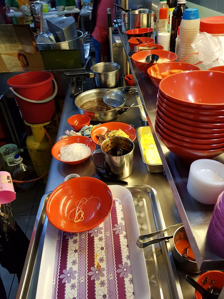 牛腩粉干撈 Dry Beef Mix Noodle $9 + 牛丸 Beef Ball $1.20/pc @ Kedai Kopi Nanking (南京茶餐室) USJ10
