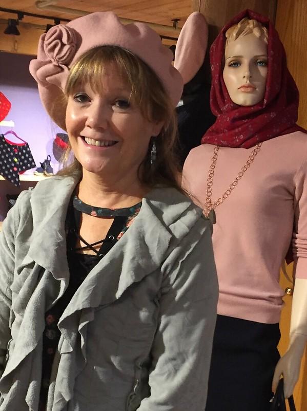 Helper Dina models a French look
