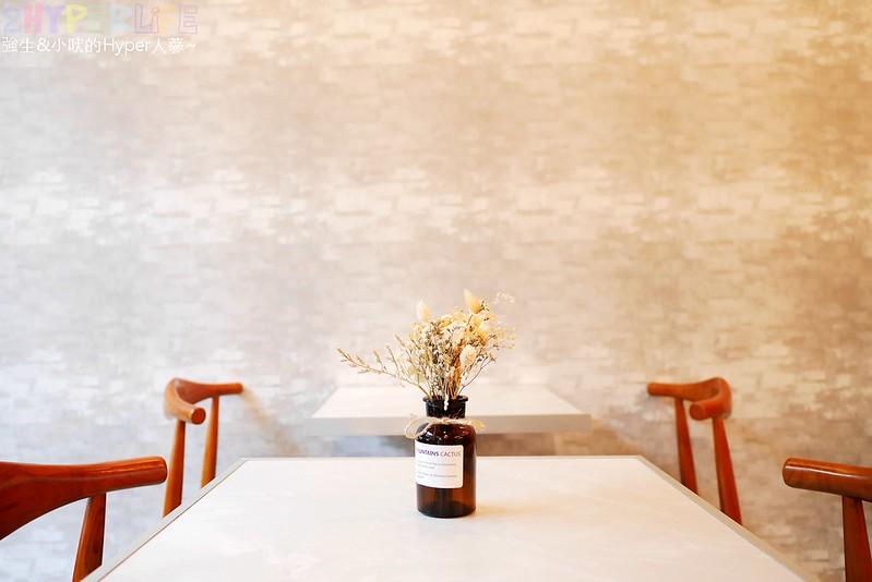 huicafe,卉咖啡,台中北區,台中咖啡,台中早午餐,台中甜點,台中美食,工業風,韓系咖啡店,韓風 @強生與小吠的Hyper人蔘~
