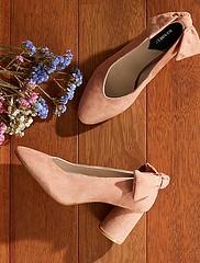 escarpins-talons-ronds-en-suedine-rose-femme-vr739_2_fr1