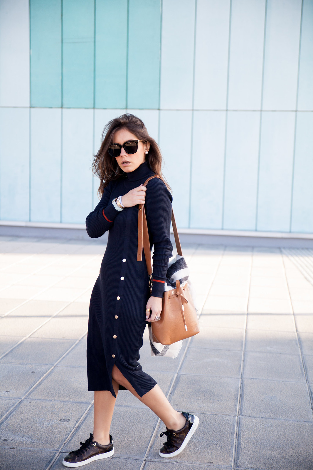 the guest girl theguestgirl influencer moda fashion content creator barcelona spain vila clothes dress blue