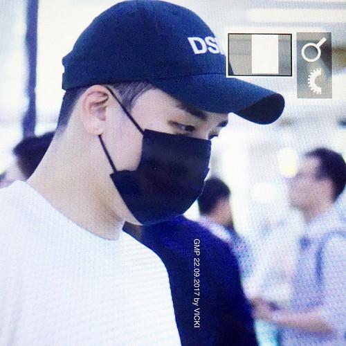 Seungri arrival Seoul 2017-09-22 (1)