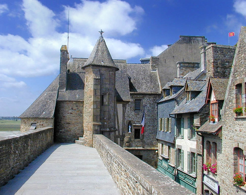 Mont Saint-Michel, rampart and houses
