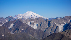 Elbrus 5642m widoczny z lodowca Kasebi, po drodze na Tetnuldi 4858m.