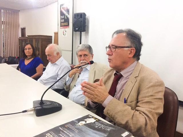 Evento, realizado no Sindicato dos Jornalistas contou com Luiz Carlos Bresser-Pereira, Celso Amorim e Luiz Felipe de Alencastro - Créditos: Rute Pina