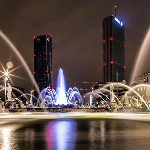 • • • • • #longexposure #nightphotography #longexpoelite #longexposure_shots #amazing_longexpo #amazing_longexposure #longexposureoftheday #longexposureworld #milano #milan #milanbynight #milanocity #citylife #skyscraper #tv_pointofview #tv_buildings #arc