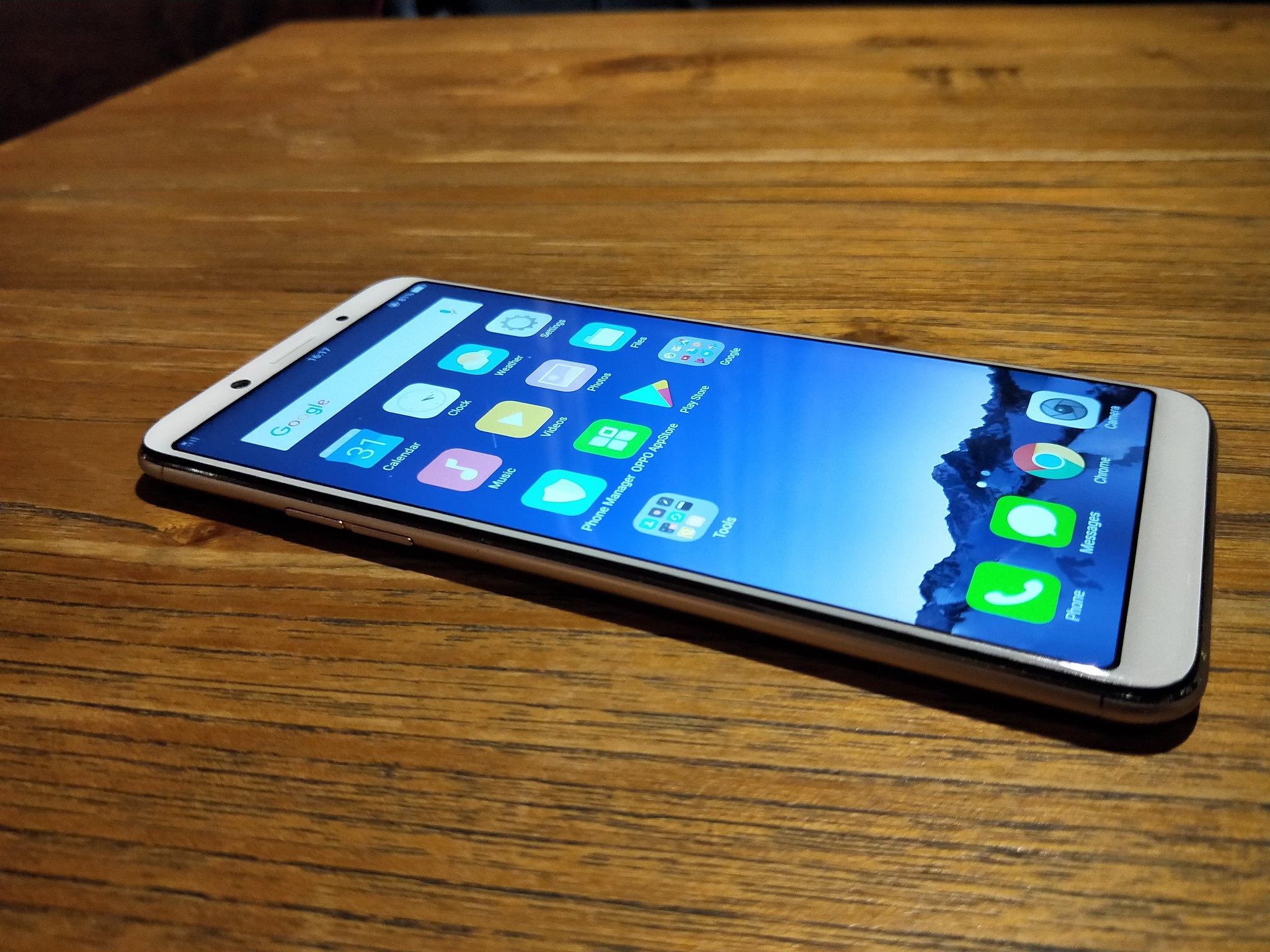 Sisi kiri bodi Oppo F5. Liputan6.com/Iskandar