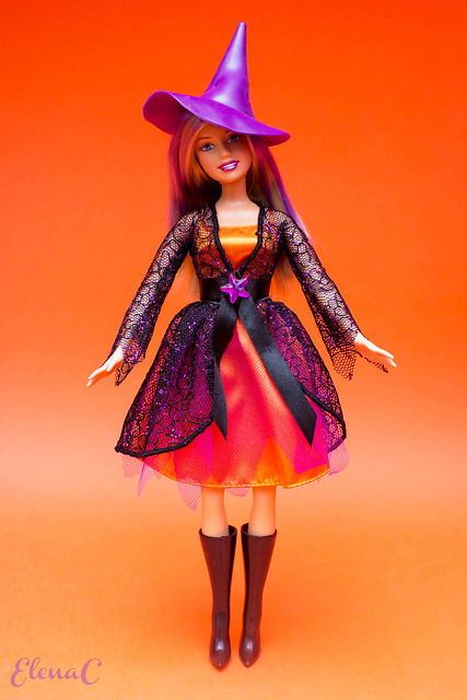 Barbie Halloween 2006 (Halloween Charm)