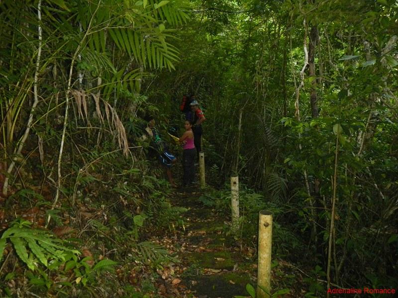 Trail to Gobingob Cave entrance