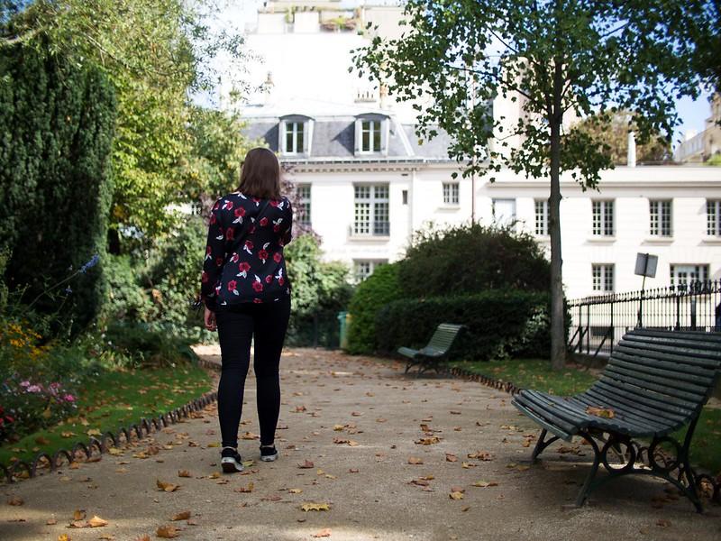 Puistossa Pariisissa 2