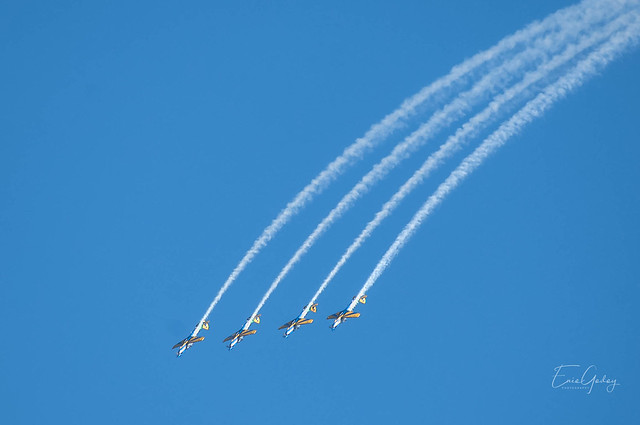 Aerobatics - Smoke Squadron - diving