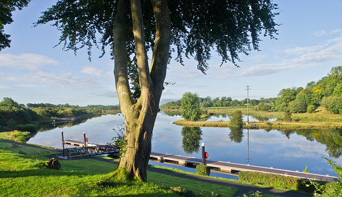 reisen travelling irland ireland enniskillen locherne nature landschaft landscape see lake baum tree spiegelungen reflections himmel sky wolken clouds olympuse5 schreibtnix