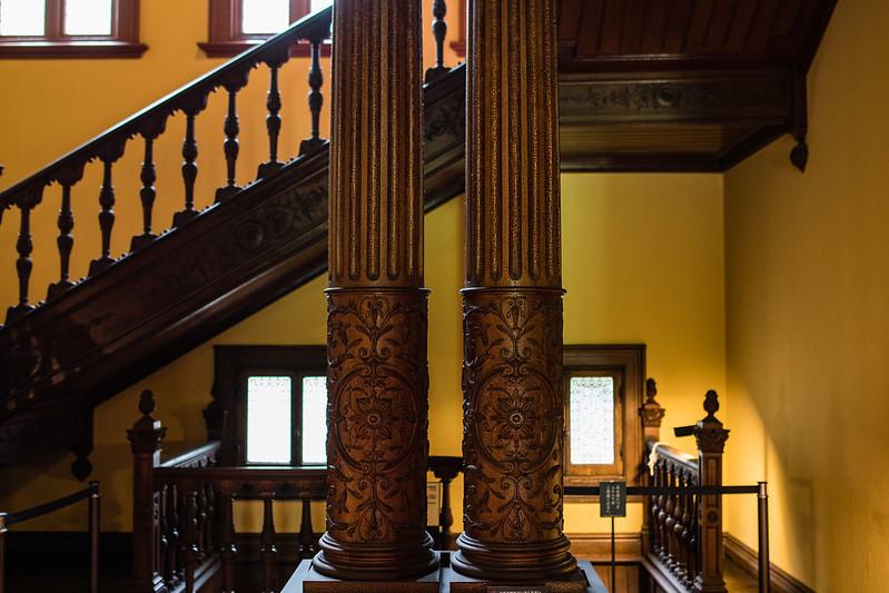 旧岩崎邸の階段と柱