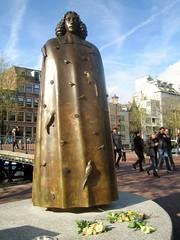 Spinoza Statue