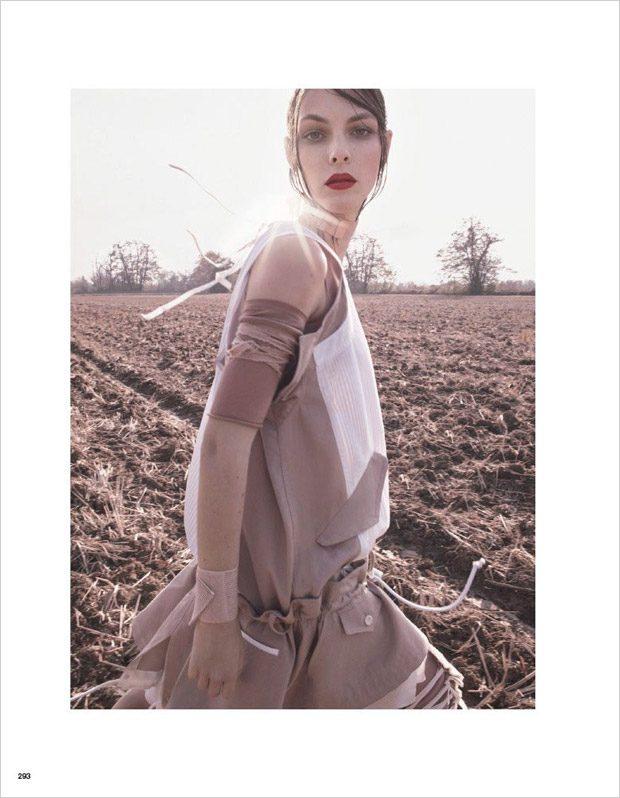 Vittoria-Ceretti-Vogue-Japan-Luigi-Iango-11-620x798