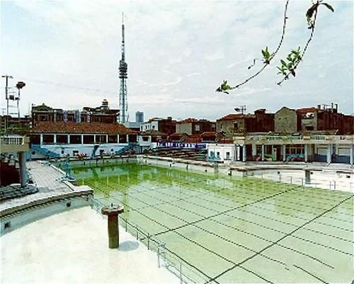 新成游泳池。游好泳到隔壁吃刨冰是暑假的一大快事