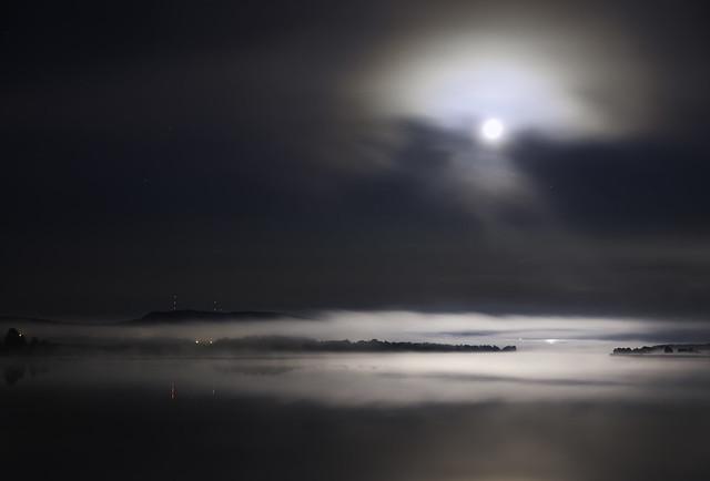 Moon, fog and river (NY2A9169c)