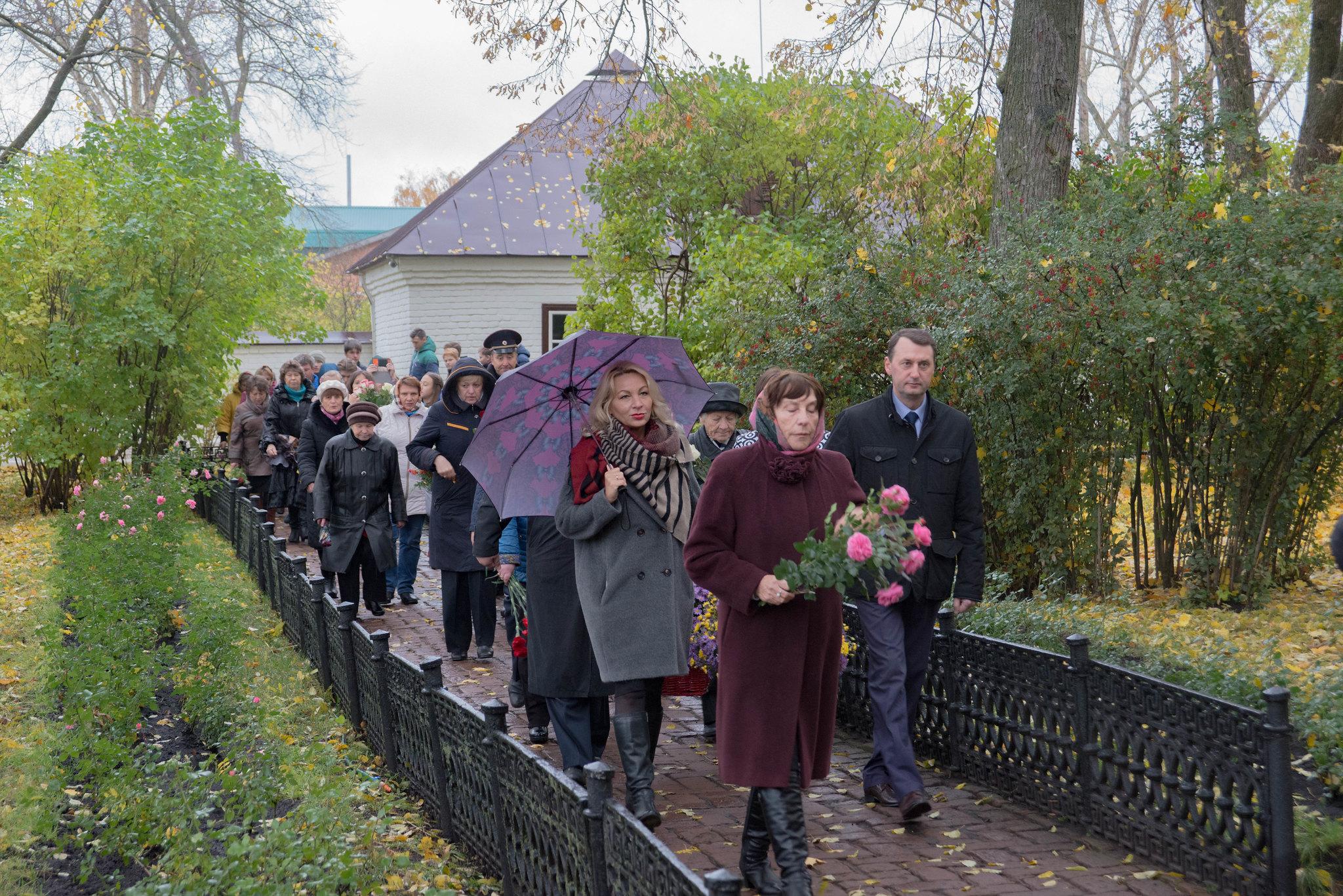 Возложение цветов к могиле поистине Великого поэта России М.Ю. Лермонтова