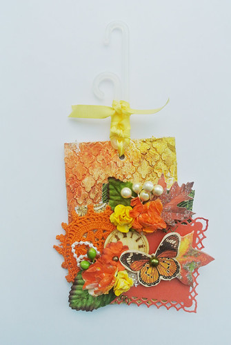 Fall-inspired-mixed-media-tag