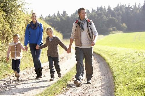 Сім'я прогулянка