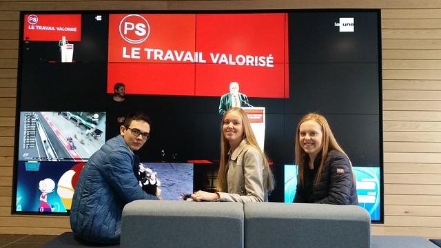 Julie, Mirthe en Toon van 5EW bezoeken de VRT nieuwsdienst