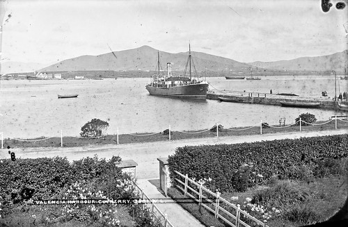 robertfrench williamlawrence lawrencecollection lawrencephotographicstudio thelawrencephotographcollection glassnegative nationallibraryofireland valenciavalentia cokerry ireland steamer steamship sailingvessels berthed moored quay pier fence hedge mountain distance valentia valencia granuaile royalvalentiahotel harbour knightstown