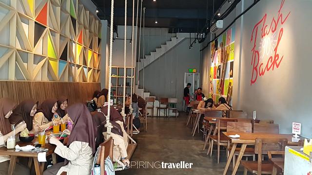 Interior Design Flashback 90's Cafe