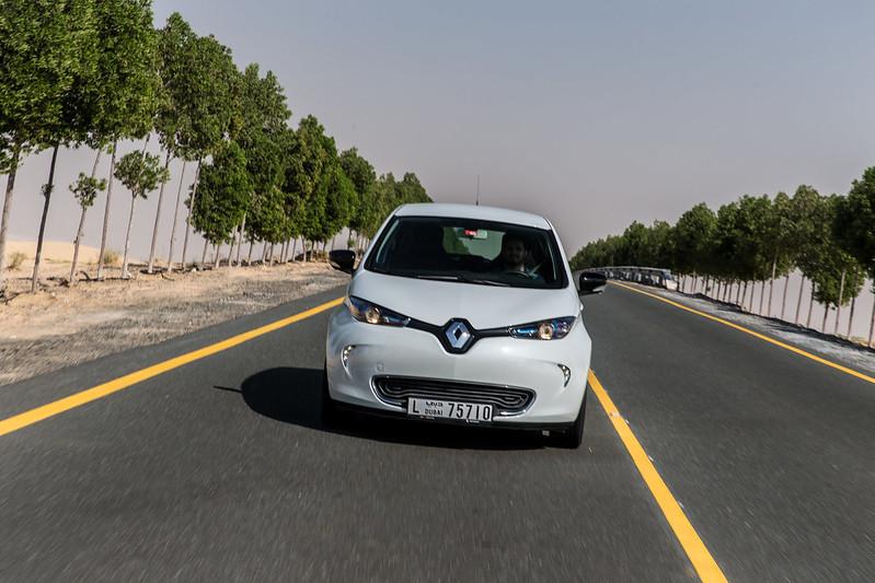 2018_Renault_Zoe_drive_dubai_carbonoctane_3